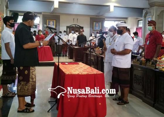 Nusabali.com - dilantik-sendirian-oka-winaya-grogi