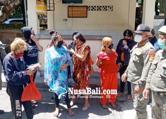 Nusabali.com - satpol-pp-denpasar-pulangkan-8-psk-ke-daerah-asal