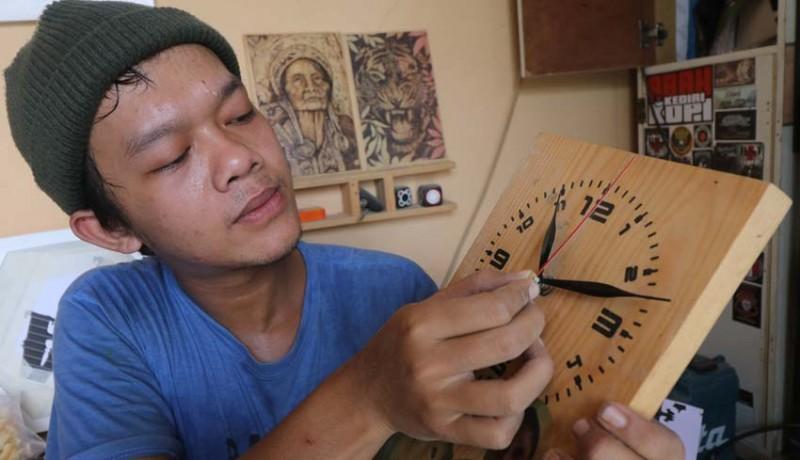 www.nusabali.com-kerajinan-jam-kayu
