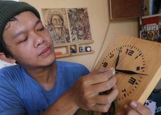Nusabali.com - kerajinan-jam-kayu