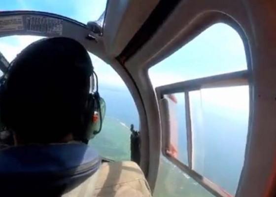 Nusabali.com - basarnas-pantau-wisatawan-dengan-helikopter