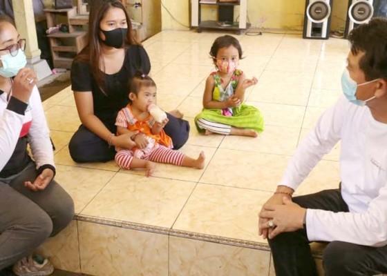 Nusabali.com - bupati-suwirta-pastikan-bayi-jantung-bocor-tertangani