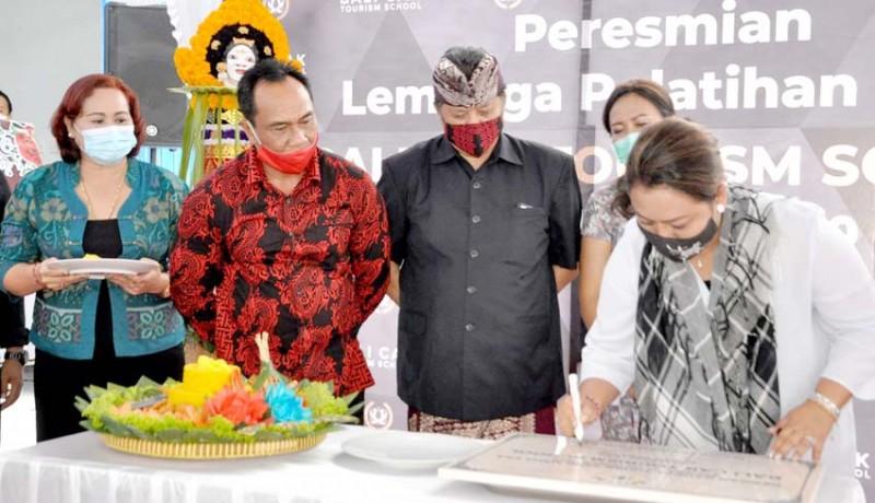 www.nusabali.com-bupati-eka-resmikan-lpks-bali-cak-tourism-school