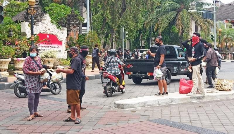 www.nusabali.com-peringati-sumpah-pemuda-simpatisan-jrx-bagikan-pangan