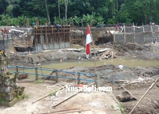 Nusabali.com - banjir-hujan-hadang-pengerjaan