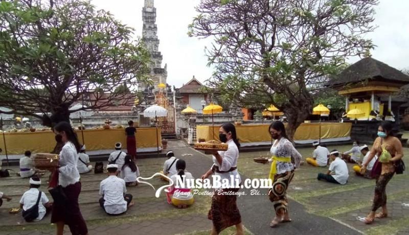 www.nusabali.com-pujawali-di-pura-agung-jagatnatha-denpasar-digelar-sehari