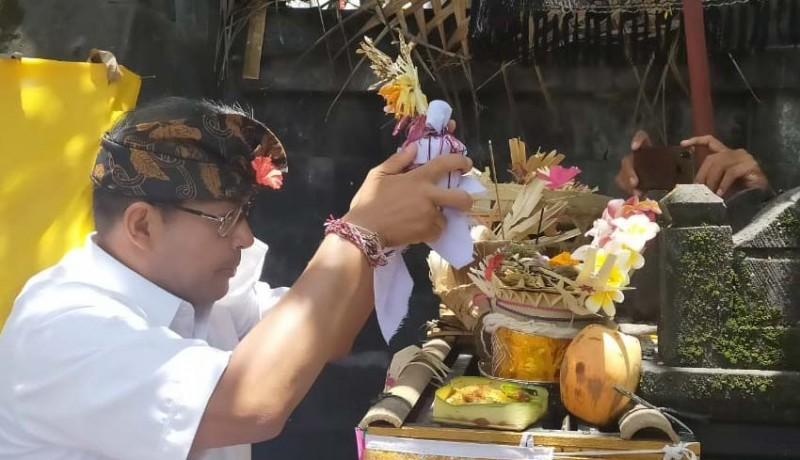 www.nusabali.com-ngurah-ambara-ngayah-di-pura-dang-kahyangan-taman-mumbul-sunia-loka