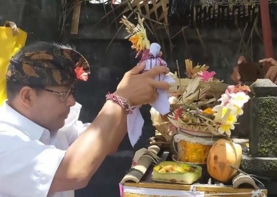 Nusabali.com - ngurah-ambara-ngayah-di-pura-dang-kahyangan-taman-mumbul-sunia-loka