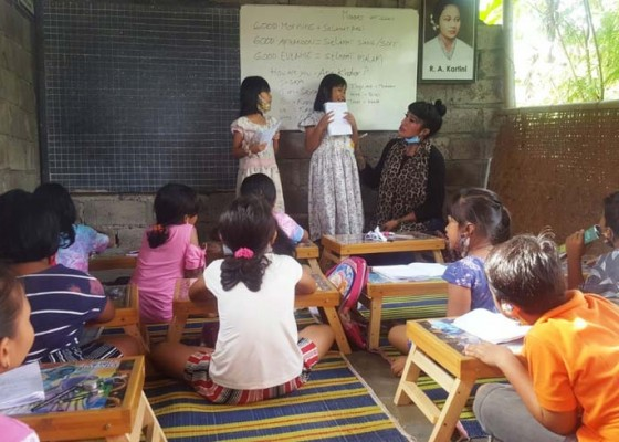 Nusabali.com - mami-sisca-buka-kelas-belajar-gratis-bahasa-inggris