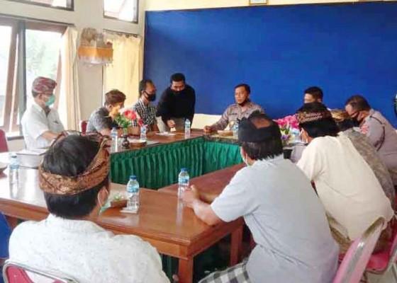 Nusabali.com - dibilang-pengecut-prajuru-desa-adat-gelgel-lapor-polisi
