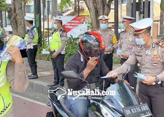 Nusabali.com - operasi-zebra-satlantas-polresta-bagikan-300-masker-gratis