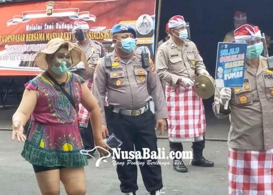 Nusabali.com - kapolresta-pimpin-sosialisasi-prokes-di-pasar-badung