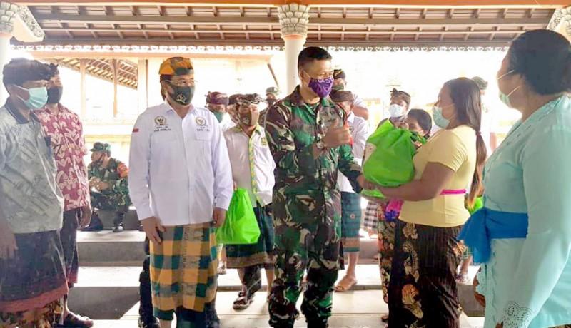 www.nusabali.com-gde-agung-bagikan-sembako-kepada-125-warga