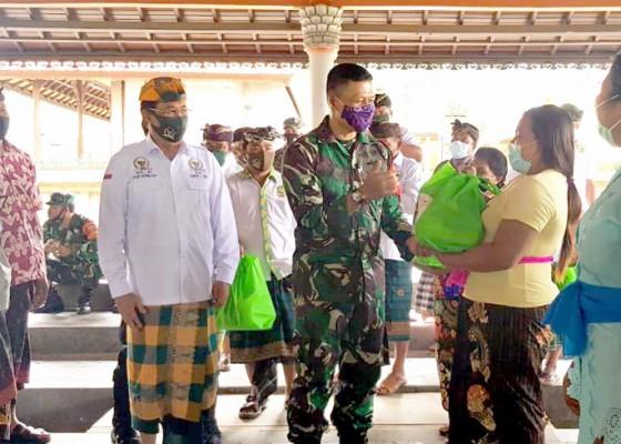 Nusabali.com - gde-agung-bagikan-sembako-kepada-125-warga
