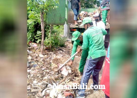 Nusabali.com - dlhk-tutup-tempat-pembuangan-sampah-liar-di-padanggalak