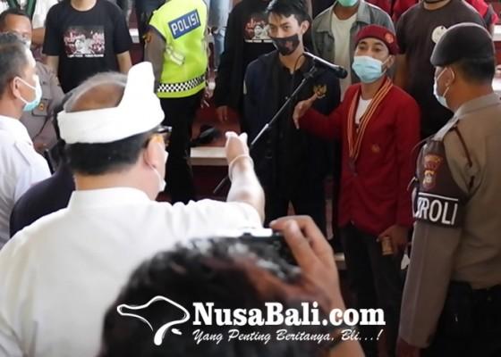 Nusabali.com - santi-gelar-sidang-rakyat-di-wantilan-dprd-bali