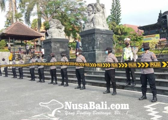 Nusabali.com - aksi-damai-demo-awk-di-klungkung-dijaga-ketat-pengamanan-berlapis
