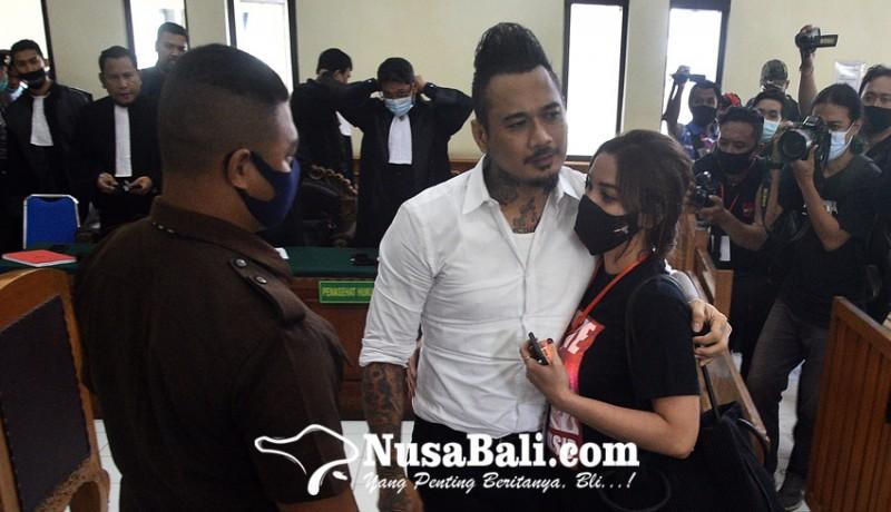 www.nusabali.com-dituntut-tiga-tahun-penjara-jerinx-emosi