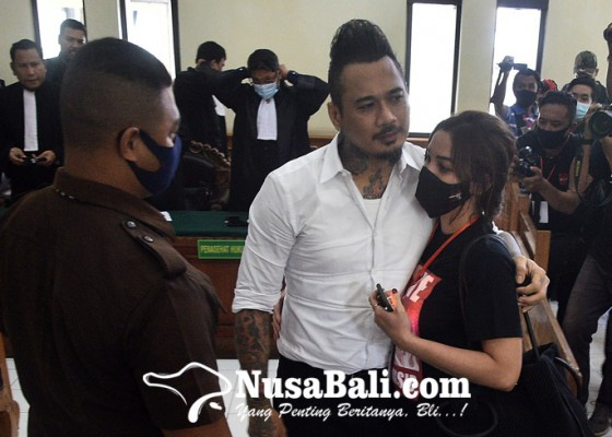 Nusabali.com - dituntut-tiga-tahun-penjara-jerinx-emosi
