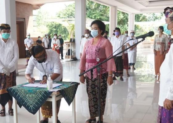 Nusabali.com - rai-mantra-lantik-made-toya-sebagai-penjabat-sekda