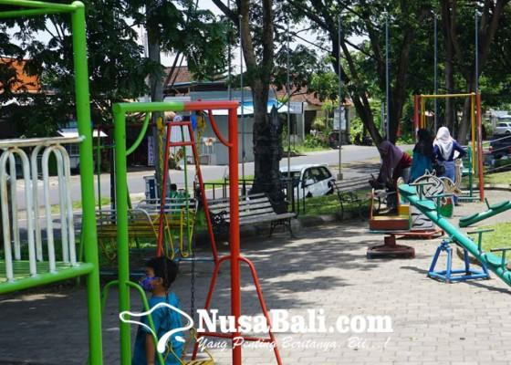 Nusabali.com - kolam-renang-dan-taman-kota-jagath-karana-rusak