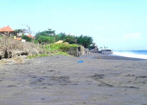 Nusabali.com - panjang-garis-pantai-113-km-baru-11-km-tertangani