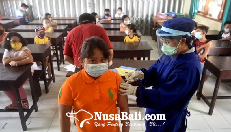 www.nusabali.com-ratusan-siswa-sd-saraswati-6-denpasar-mengikuti-imunisasi