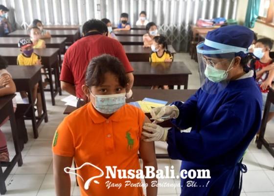 Nusabali.com - ratusan-siswa-sd-saraswati-6-denpasar-mengikuti-imunisasi
