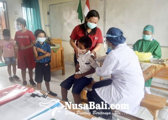 Nusabali.com - cegah-difteri-dan-tetanus-siswa-sd-saraswati-6-denpasar-diimunisasi