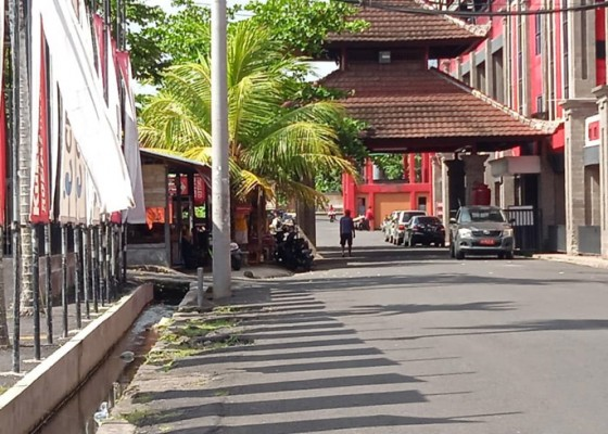 Nusabali.com - renovasi-stadion-dipta-warung-tak-direlokasi
