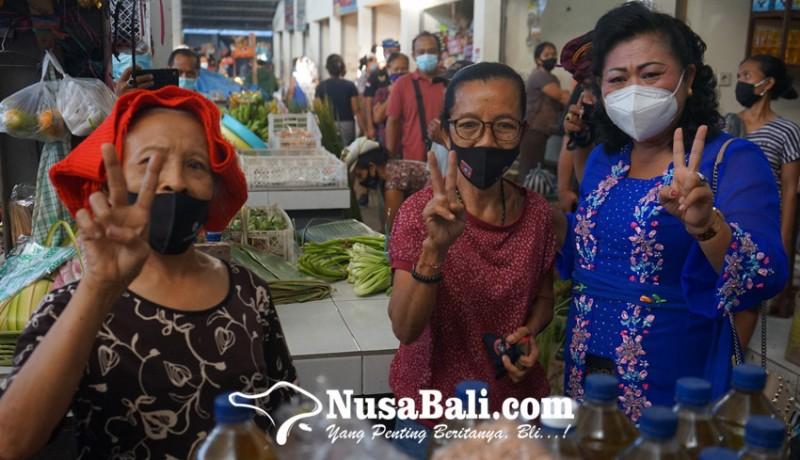 www.nusabali.com-cabup-mas-sumatri-menyapa-pedagang-di-pasar-bugbug