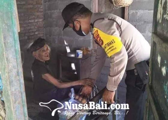 Nusabali.com - polsek-kubu-bagikan-sembako-di-desa-tulamben