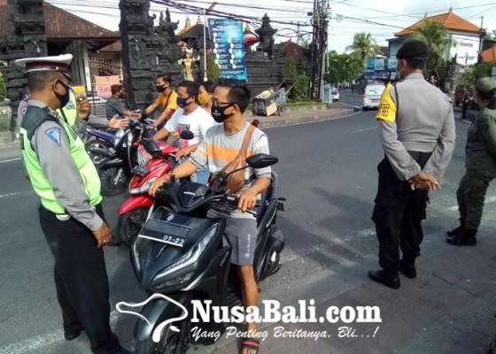 Nusabali.com - penegakan-disiplin-protokol-kesehatan-di-desa-padangsambian-kelod