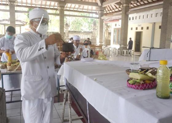Nusabali.com - 30-jenazah-telantar-dikremasi-massal