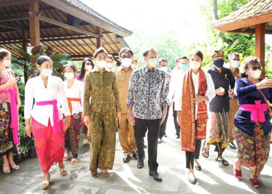 Nusabali.com - mendikbud-ri-kunjungi-tkpaud-di-ubud