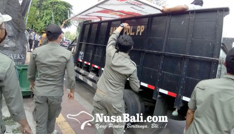 www.nusabali.com-masa-kampanye-satpol-pp-denpasar-tertibkan-15-apk-paslon
