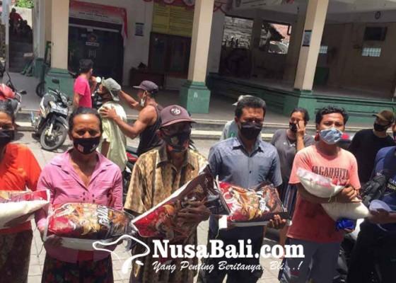 Nusabali.com - lansia-desa-purwakerti-dapat-bantuan-beras