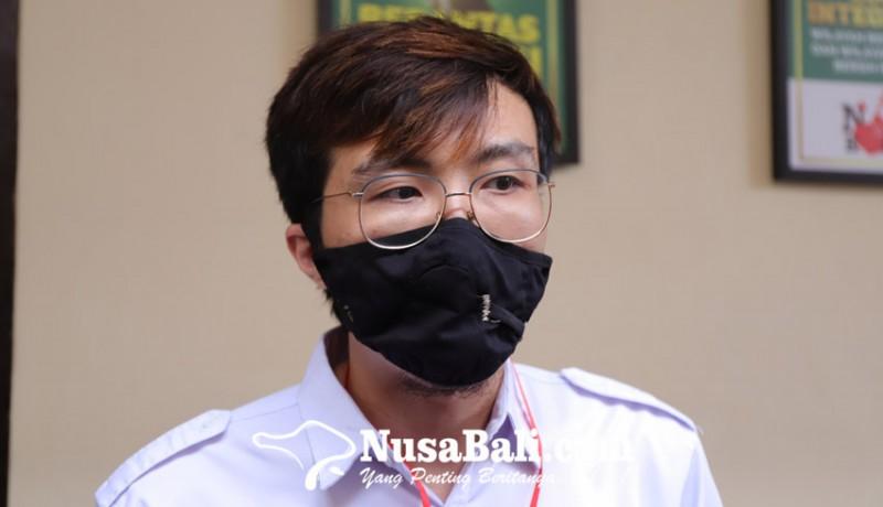 www.nusabali.com-jerinx-bacakan-pledoi-dokter-tirta-datang-mendukung