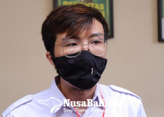 Nusabali.com - jerinx-bacakan-pledoi-dokter-tirta-datang-mendukung