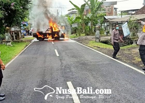 Nusabali.com - korsleting-listrik-pick-up-terbakar-di-tengah-jalan