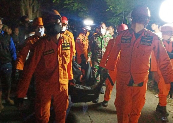 Nusabali.com - xenia-masuk-jurang-satu-penumpang-tewas
