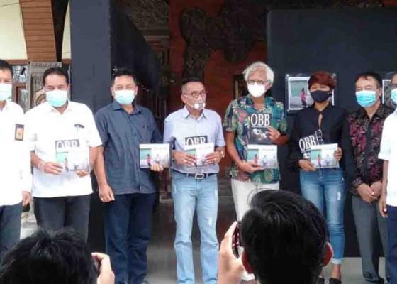 Nusabali.com - gustra-dan-aridus-terbitkan-buku-merespons-work-from-home