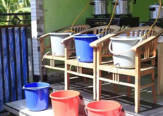 Nusabali.com - pemuda-desa-akah-produksi-hand-sanitizer-herbal
