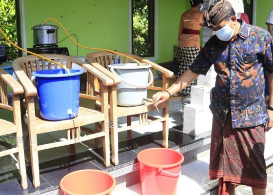 Nusabali.com - pemuda-akah-produksi-hand-sanitizer-herbal