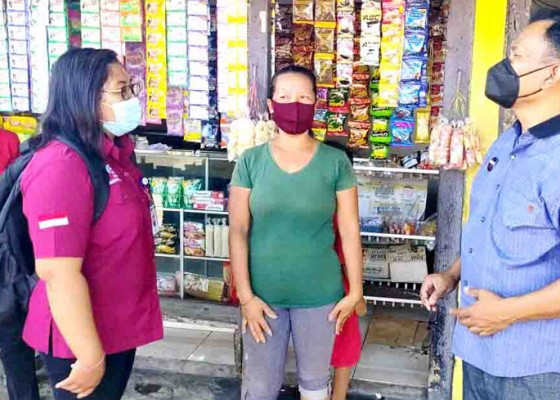 Nusabali.com - ekonomi-naik-empat-keluarga-melepaskan-bansos-pkh