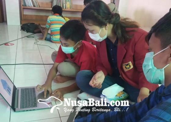 Nusabali.com - hima-ti-stiki-kenalkan-dunia-teknologi-informasi-sejak-usia-dini
