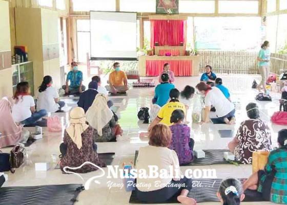Nusabali.com - ibu-ibu-lintas-agama-pelatihan-buat-eco-enzyme
