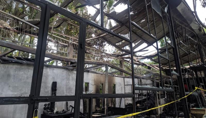 www.nusabali.com-malam-galery-dan-kafe-terbakar