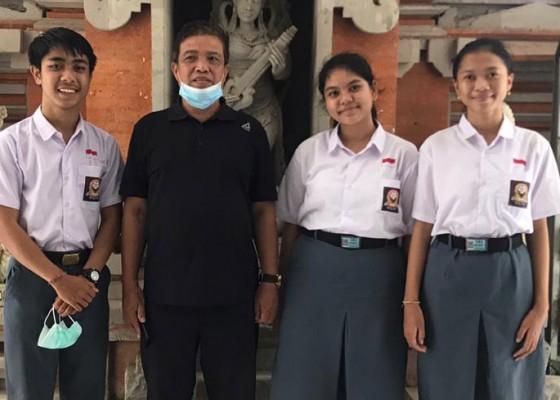 Nusabali.com - tiga-siswa-sma-asal-bali-juara-debat-nasional