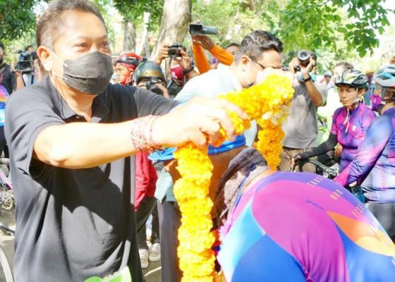 Nusabali.com - walikota-rai-mantra-sambut-rombongan-wcc-1000-km-for-bali-pulih
